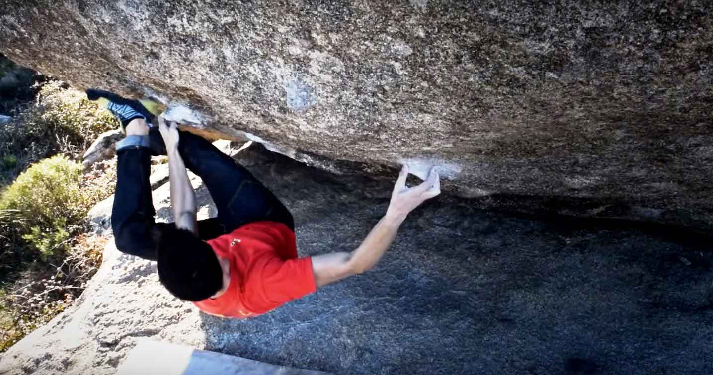 "Chuchi doing a 5 star boulder ""Ovni""(8b) close to Madrid."